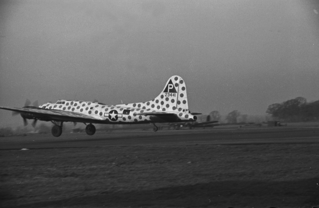 B-17 #42-3441 / Patches II aka The Spotted Cow