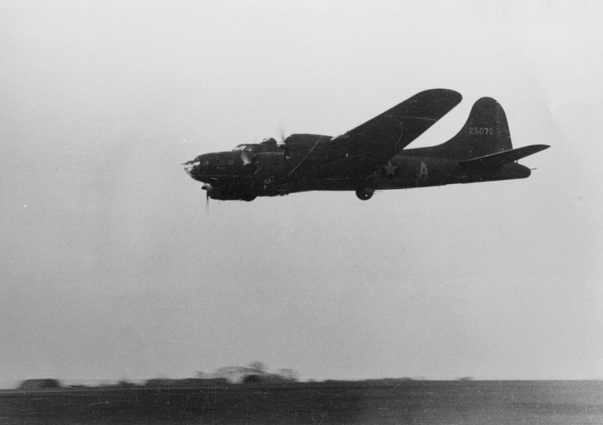 B-17 #42-5070 / Invasion 2nd