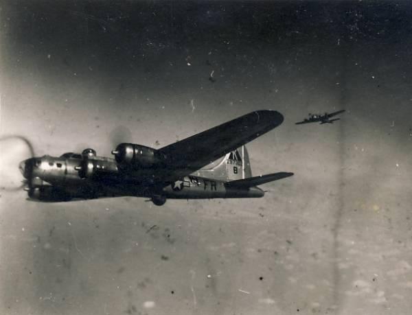 B-17 #42-97302 / Scotch N' Soda