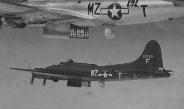 B-17 #42-97555 / Island F for Fox aka Dan Boone