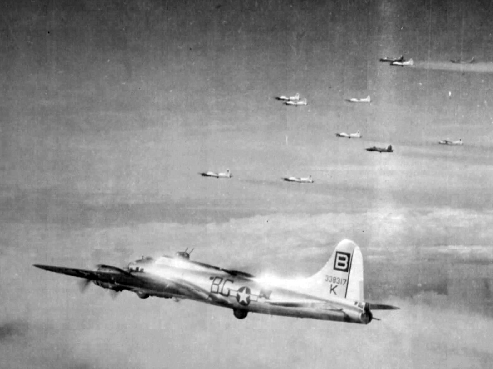 B-17 #43-38317 / Flak Evader