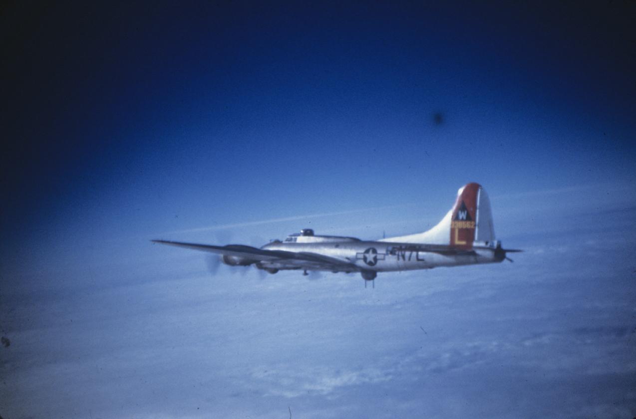B-17 #43-38562 / Kitty Kay and Katy