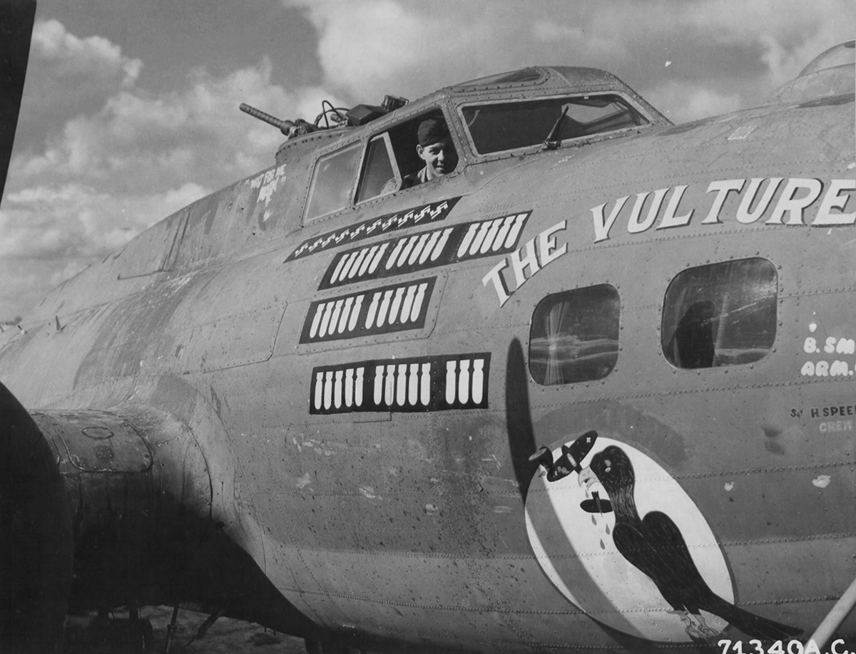 B-17 #42-3472 / The Vulture aka Shoot A Pound aka The Paper Doll