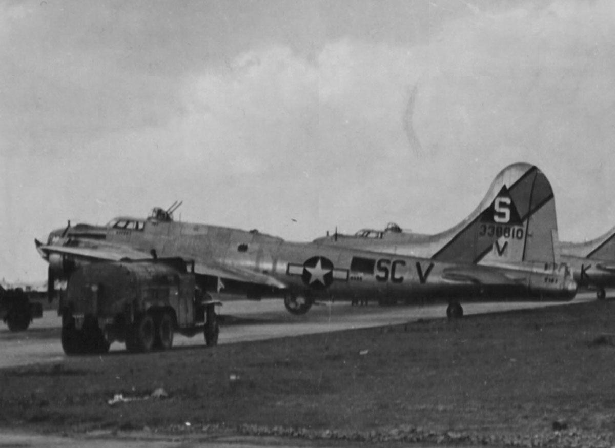 B-17 #43-38810 / Mrs. Knobby