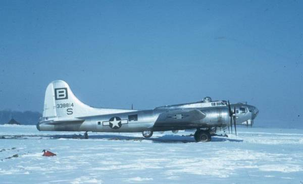 B-17 #43-38814 / Cadet Nurse the 2nd aka No No Nanette
