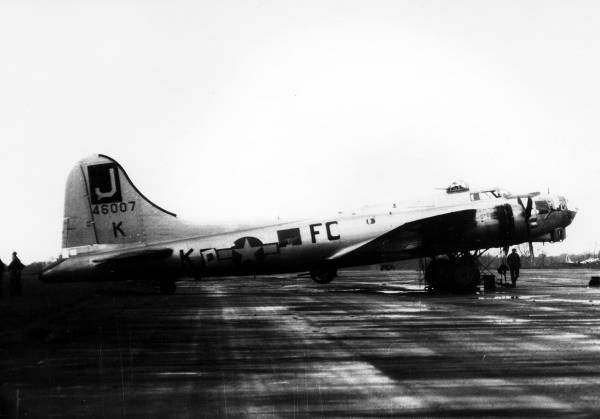 B-17 #44-6007 / Lucky
