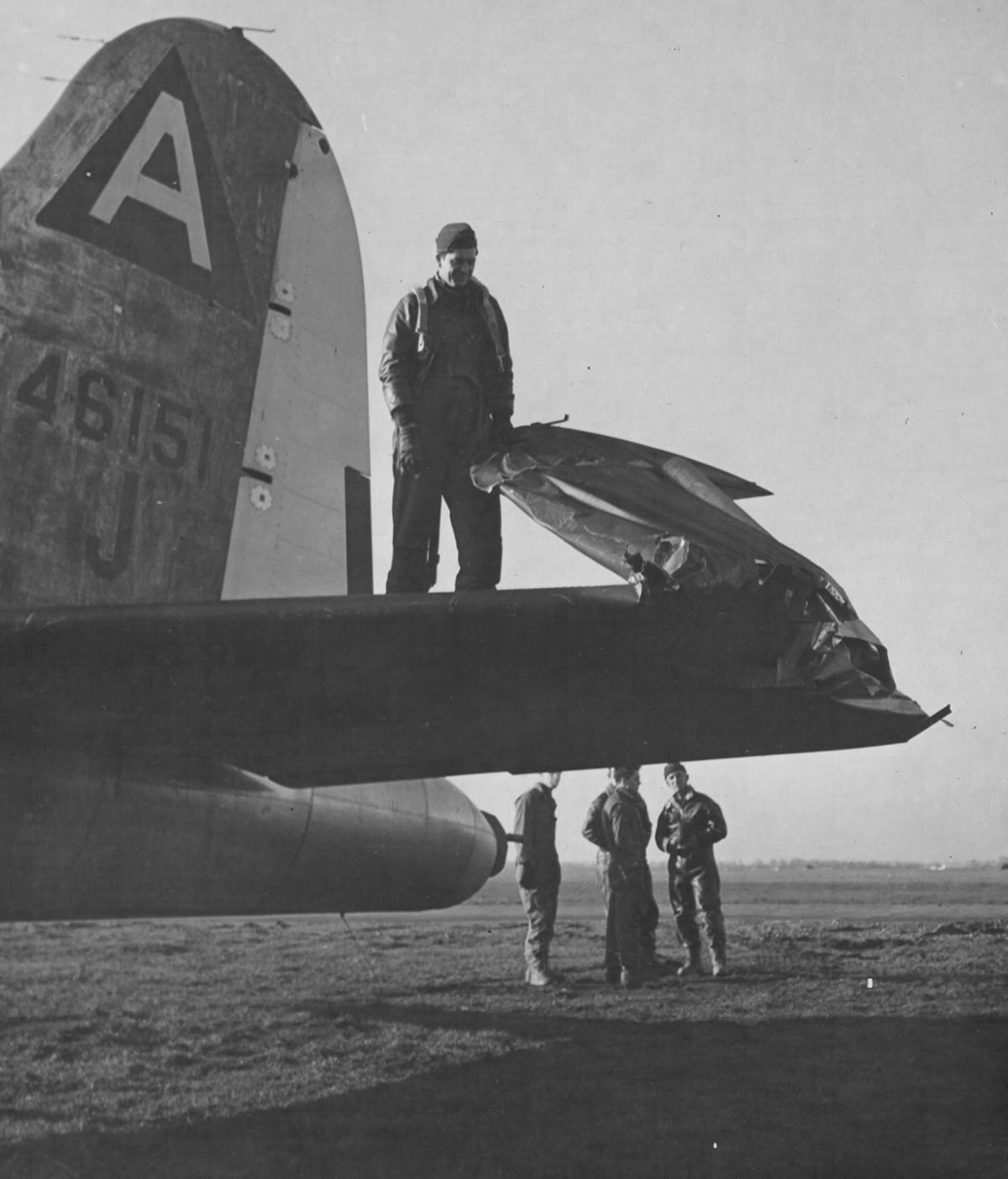 B-17 #44-6151 / Shure Hot