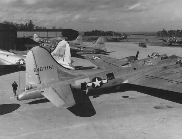 B-17 #42-107151 / Cover Girl