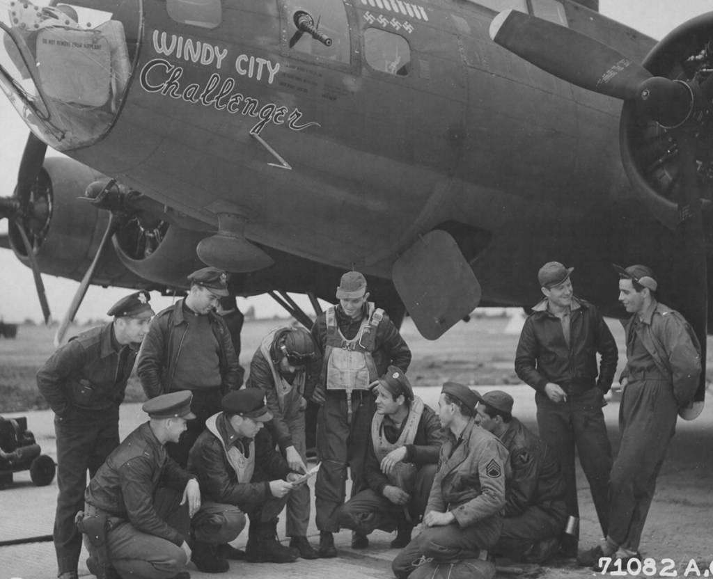 B-17 #42-3049 / Windy City Challenger