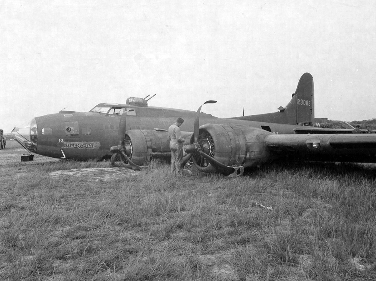 B-17 #42-3085 / Helno-Gal