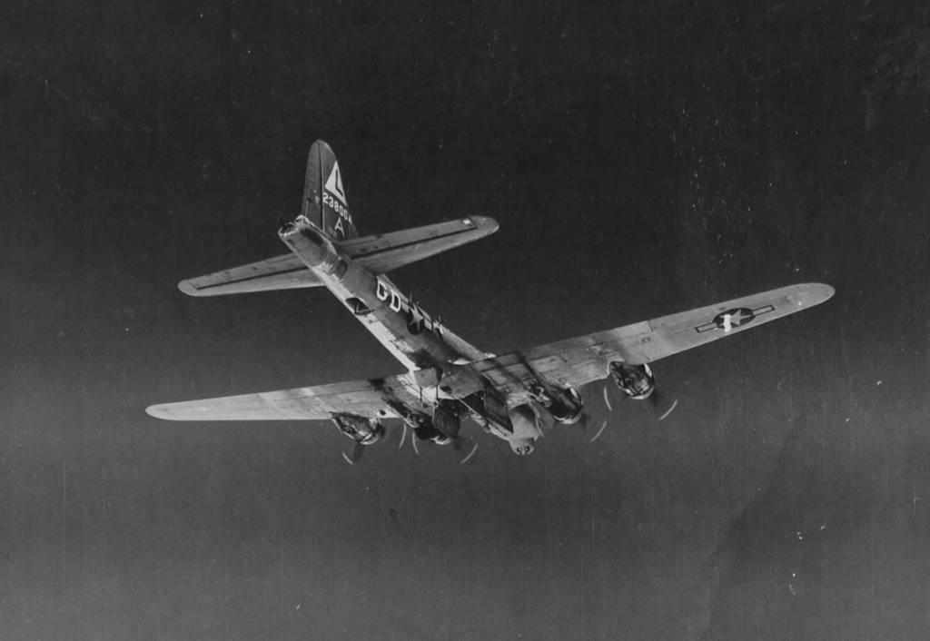 B-17 #42-38004 / Ol' Man Tucker
