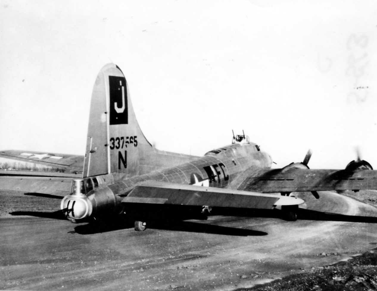 B-17 #43-37565 / Songoon