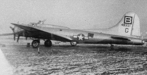 B-17 #44-8331 / Heavy Date aka Witto Woo-Woo