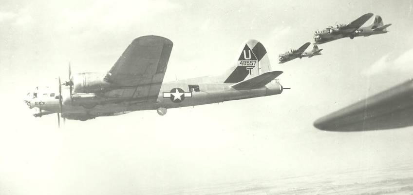 Boeing B-17 #44-8557