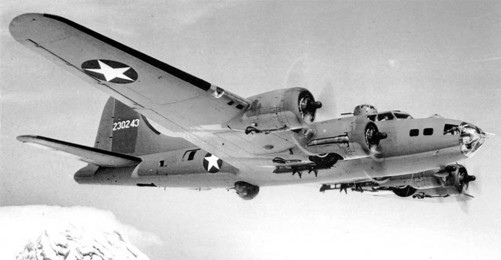 B-17 #42-30243 / Nip 'N Tuck aka Good Time Cholly II