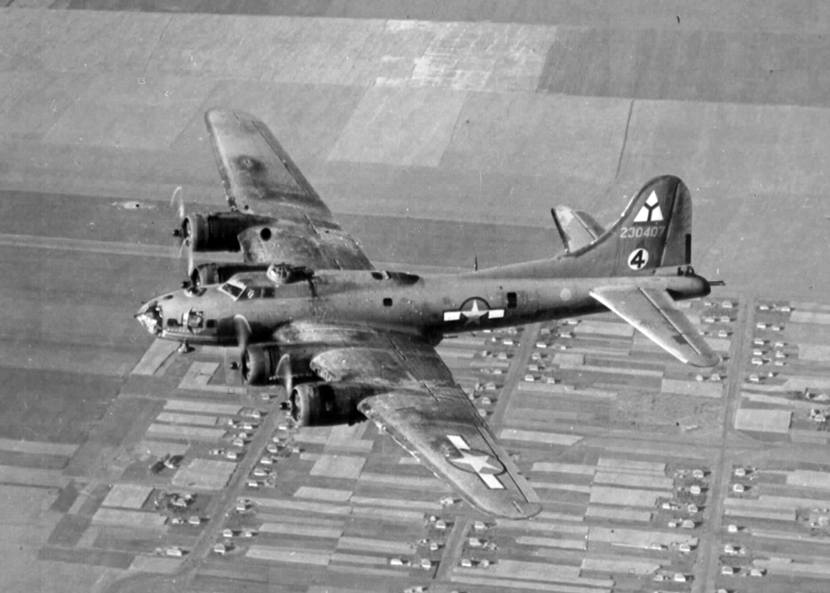 B-17 #42-30407 / War Pappy