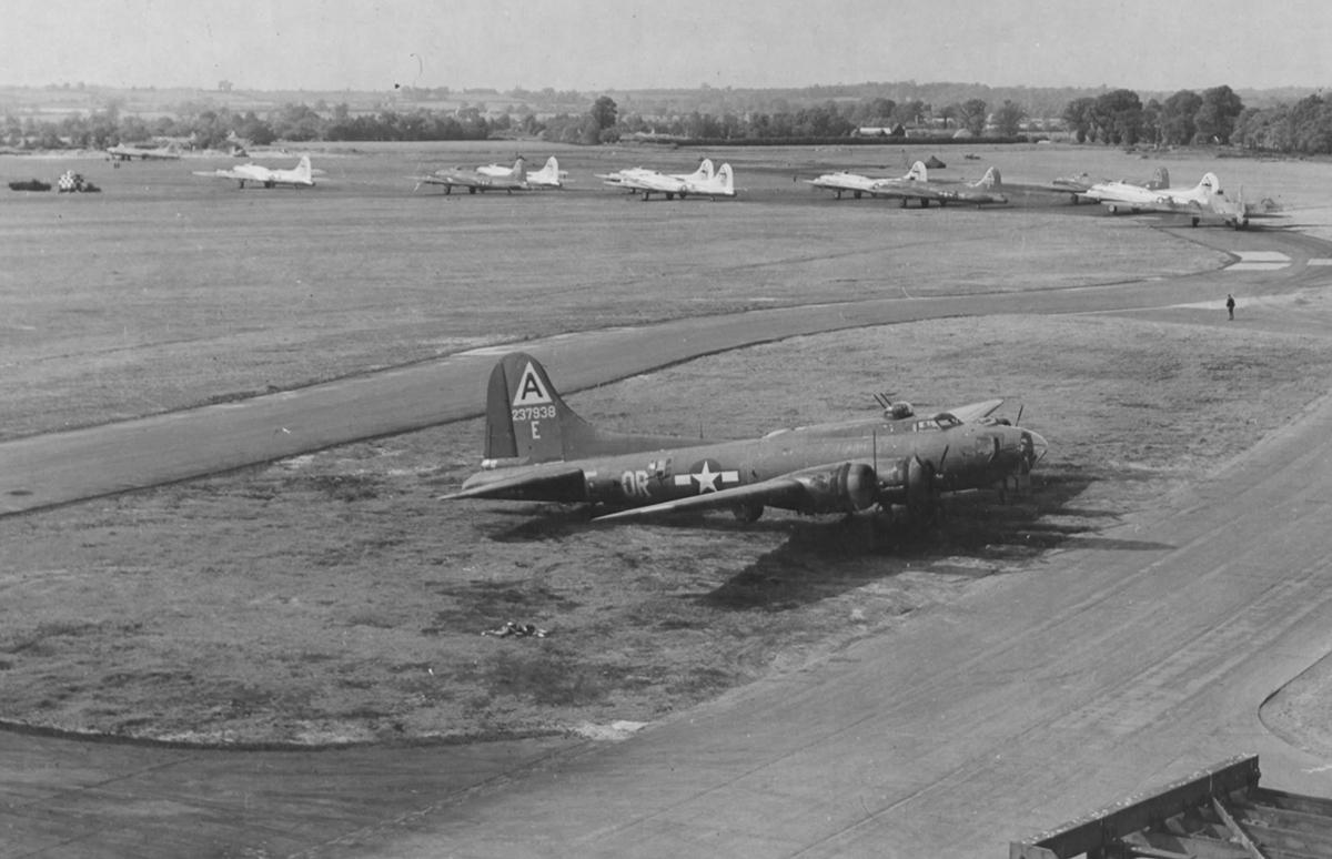 B-17 #42-37938 / Betty Lou's Buggy