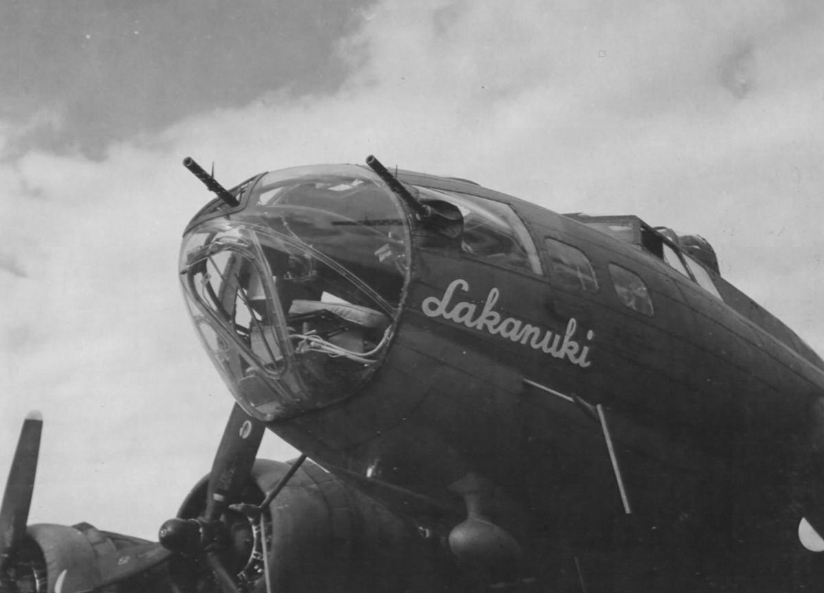 B-17 #42-5827 / Lakanuki