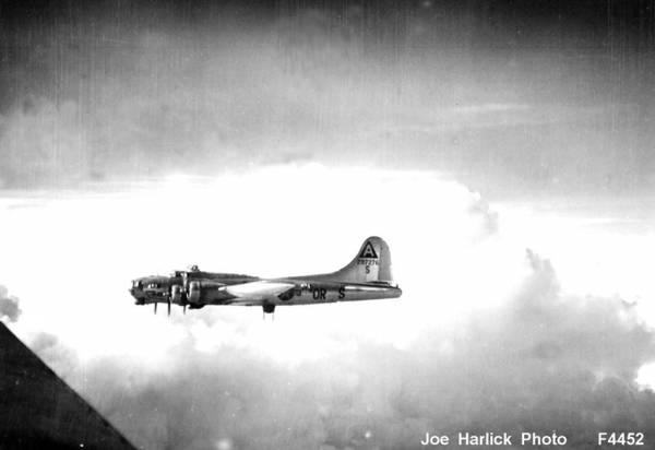 B-17 #42-97276 / Sweet 17 aka The Spirit of St. Louis