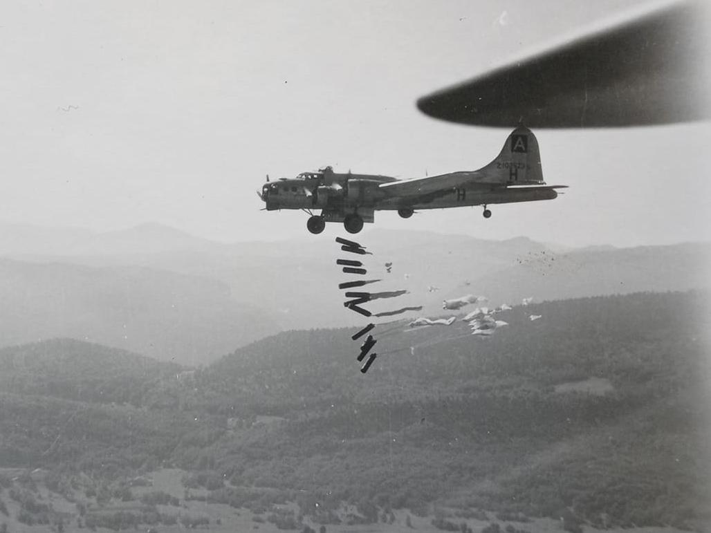 B-17 #42-102523 / Mission Belle