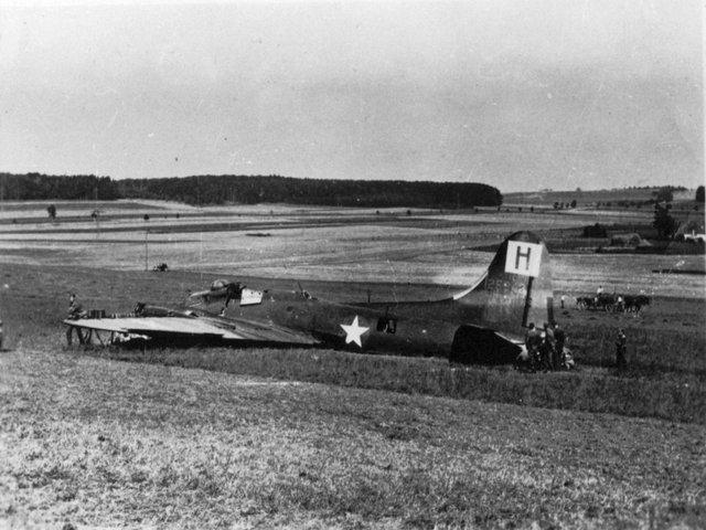 B-17 #42-5942 / Sky Shy aka Wenatchee Special