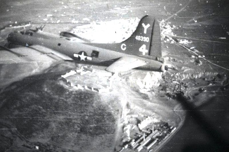 B-17 #44-8390 / Garbage Cannie aka Tennessee Sunshine