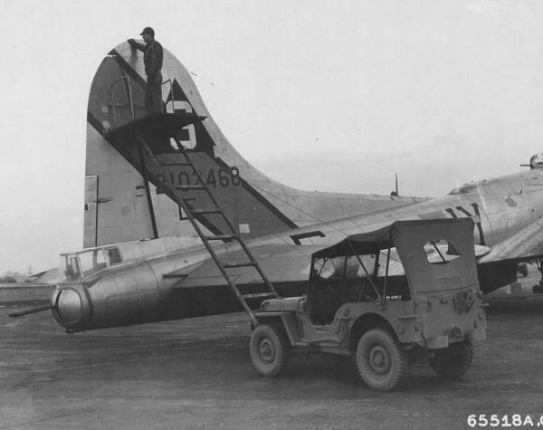 B-17 #42-102468 / The Farmer's Daughter