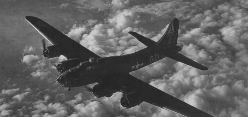 Boeing B-17 #42-30834 / Mickey Finn