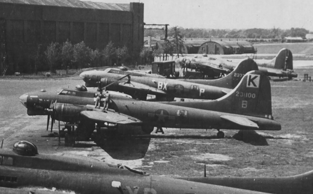 B-17G #42-31100 / The Gimp wird repariert