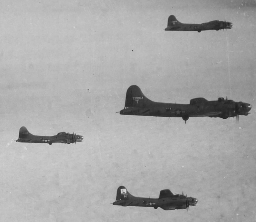 B-17 #42-39954 / Paper Doll