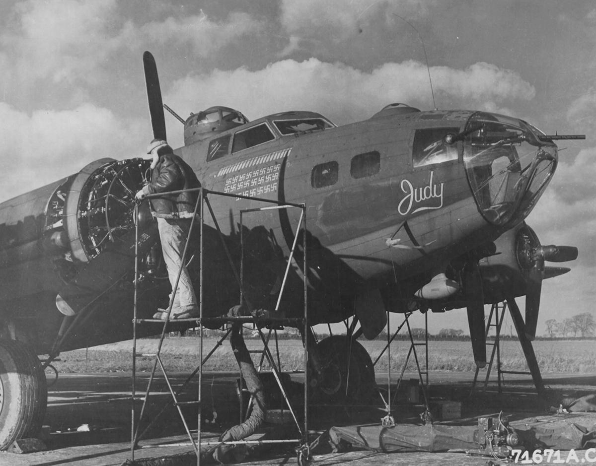 B-17 #42-5816 / Judy