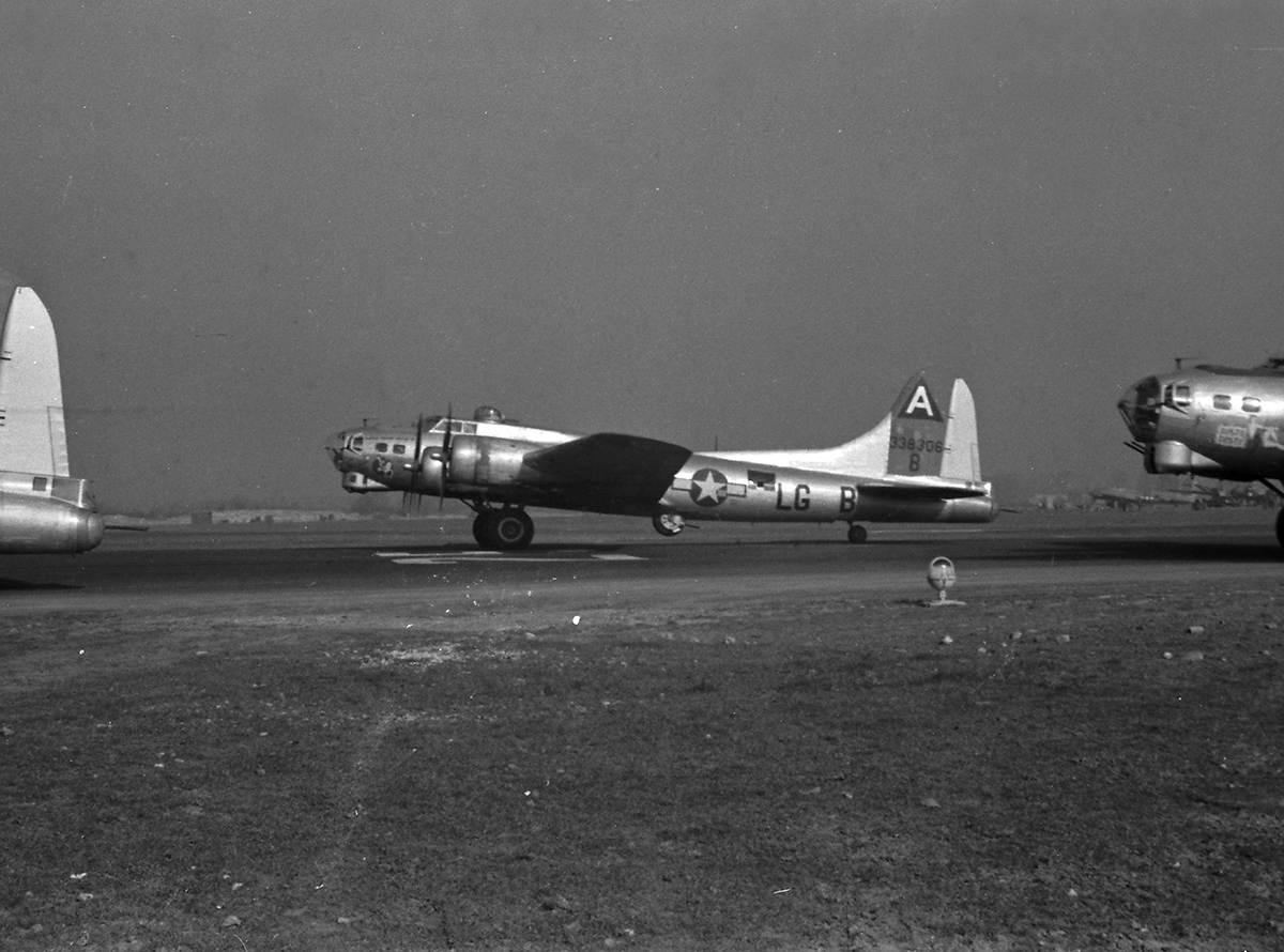 B-17 #43-38306 / The Biggest Bird