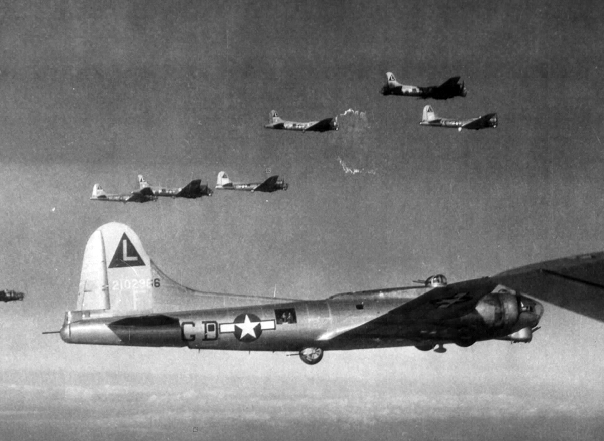 B-17 #42-102966 / Avengress II