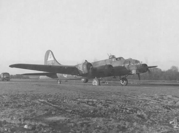 B-17 #42-39873 / Stormy Weather