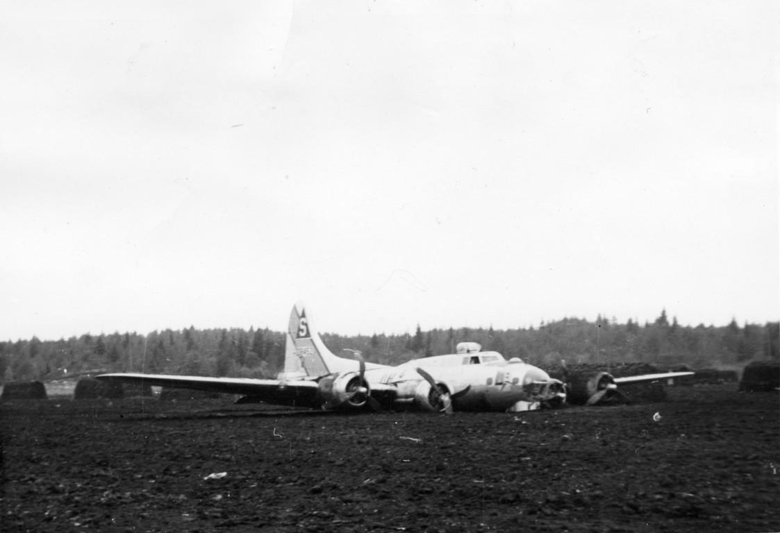B-17 #43-38452 / Undecided