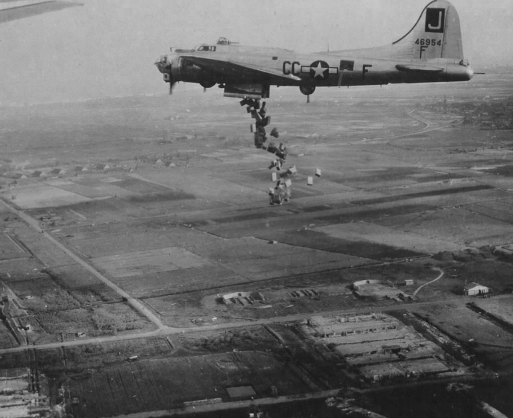 B-17 #44-6954 / Liquid-8-Or
