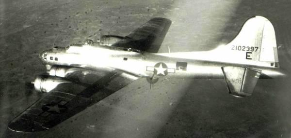 B-17 #42-102397 / Mugwump aka C'est La Guerre