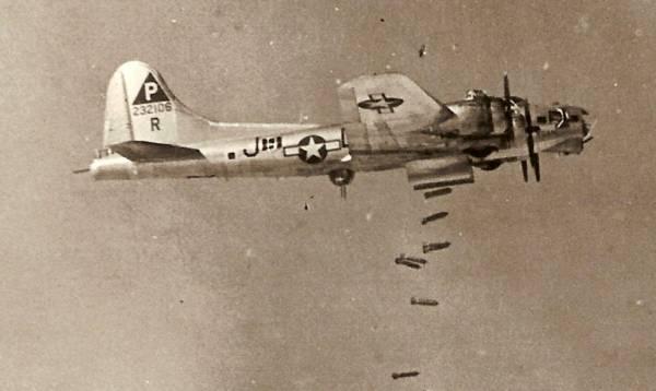 B-17 #42-32106 / Worry Bird aka Voan