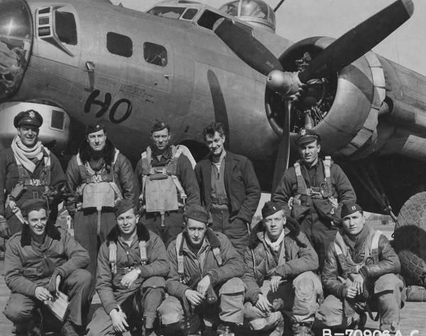 B-17 #44-8469 / Ho