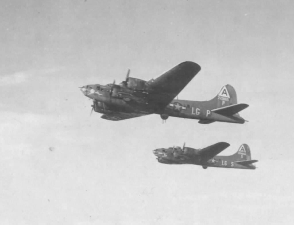 #42-29815 / Miami Clipper in flight with B-17 #42-29656