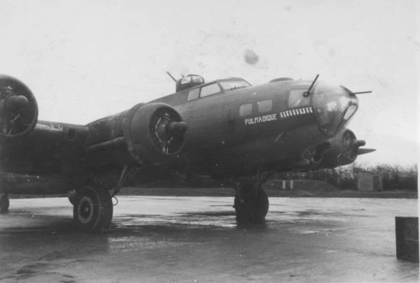 B-17 #42-29935 / Pulmadique aka The Cat's Sass