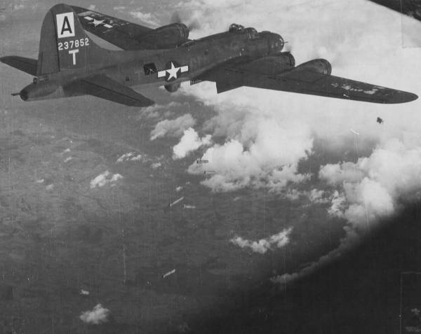 B-17 #42-37852 / Grand Old Lady aka The Pay Off
