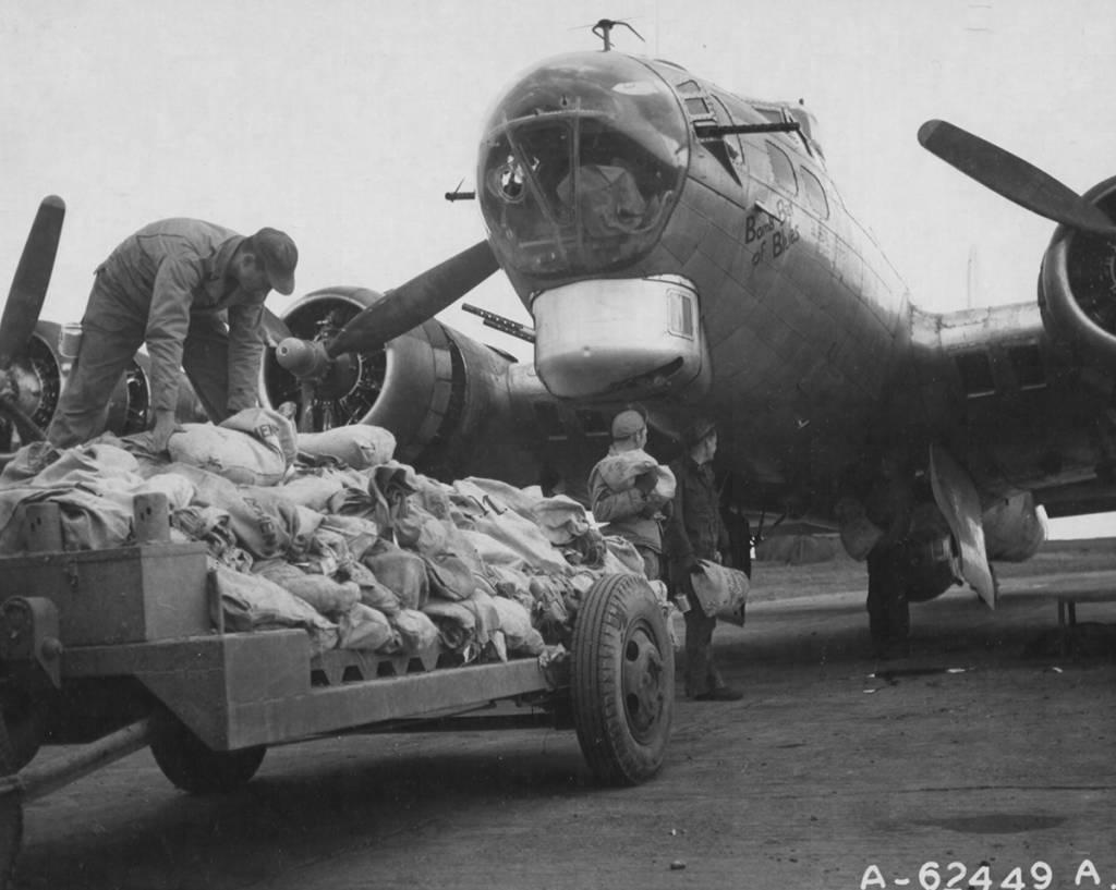 B-17 #43-38285 / Bomb Bay of Blues