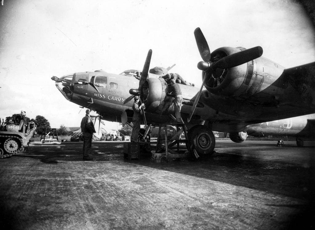 B-17 #42-30325 / Miss Carry