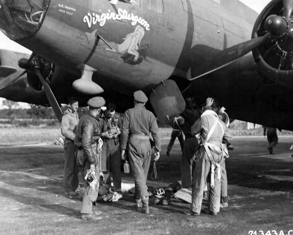B-17 #42-30334 / Virgin Sturgeon aka Eight Ball