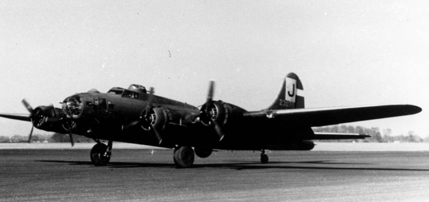 Boeing B-17 #42-30715 / Cincinnati Queen aka Blues in the Night
