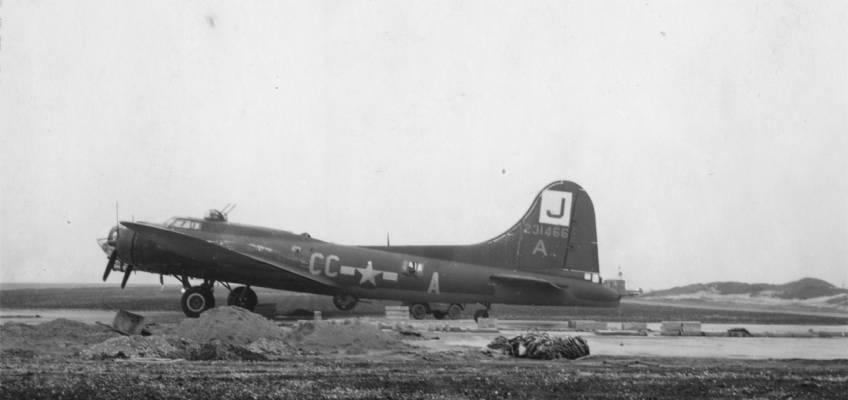 Boeing B-17 #42-31466 / Sitting Pretty
