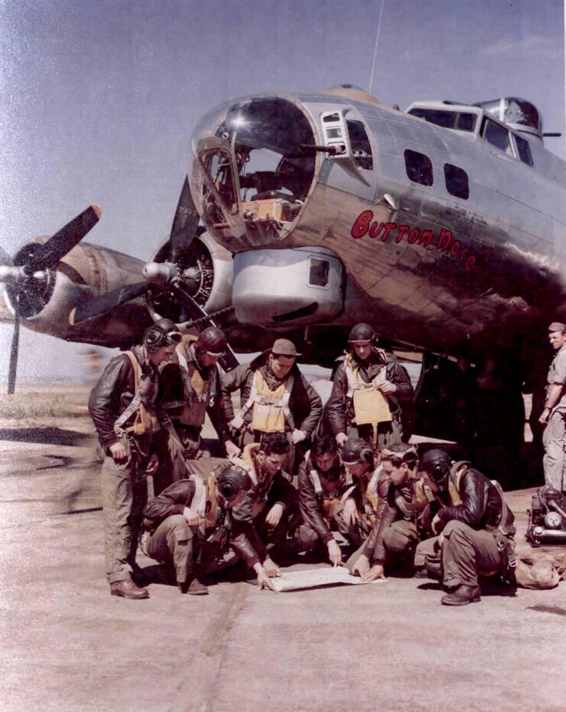 B-17 #43-37704 / Button Nose