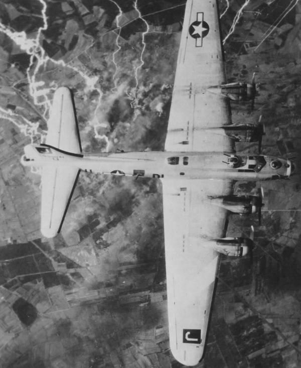 B-17 #43-39041 / She Dood It