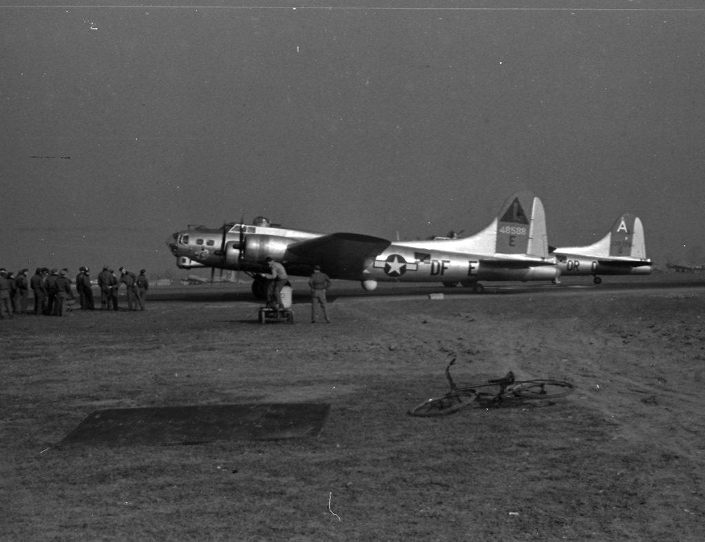 B-17G #44-8588 / Klette's Wild Hares